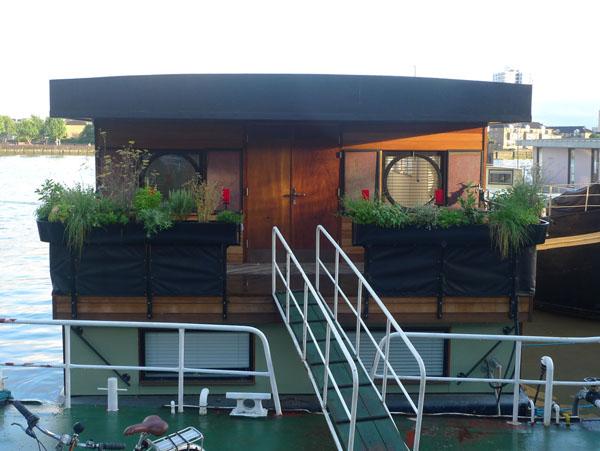Houseboat on Cheyne Walk