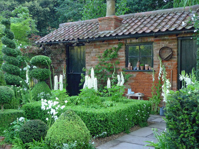 Marilyn Abbott's topiarist garden at Chelsea 2014